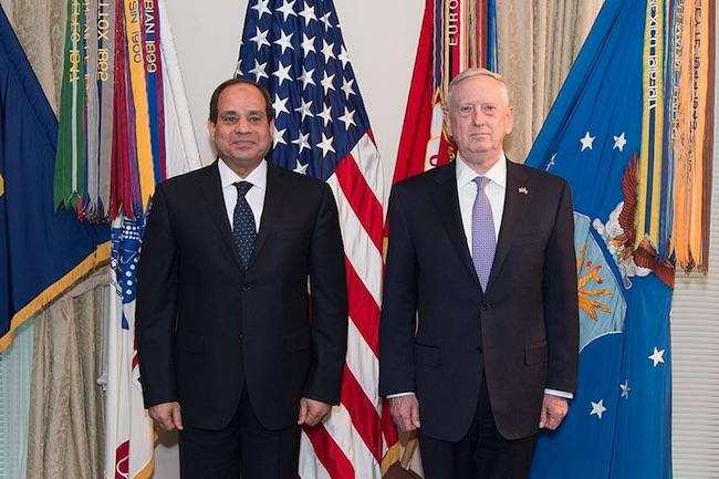 Al Sisi con James Mattis, Segretario di stato per la Difesa di Donald Trump. Mattis ha dato le dimissioni il 20 dicembre 2018