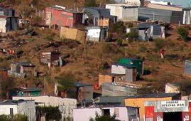 Baracche di lamiera alla periferia di Windhoek, Namibia