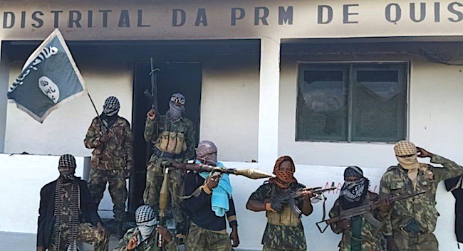 ISIS-Mozambican jihadists armed with Islamic State flag in front of Quizanga police detention